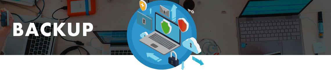 Ambiente corporativo ao fundo e um computador realizando tarefa de backup